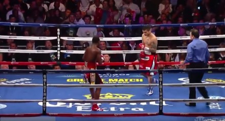 Pocałunek dwóch przeciwników w ringu i inne zaskakujące sytuacje