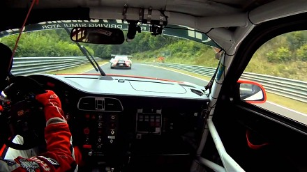 Sabine Schmitz kosi konkurencję na Nürburgring