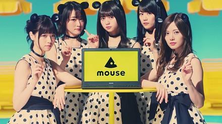 Japońskie myszki w reklamie z kotem na wakacjach