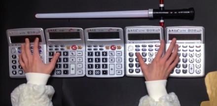Motyw z Gwiezdnych Wojen zagrany na kalkulatorach