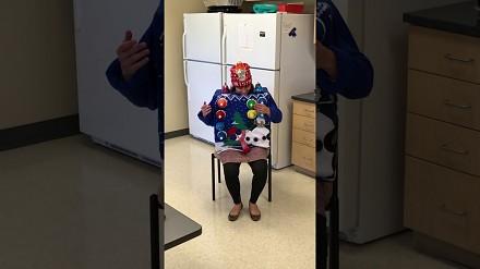 Ten strój pozwolił jej wygrać coroczny konkurs na najgłupsze świąteczne ubranie