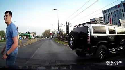 Czy większy zawsze ma pierwszeństwo? Wypadek z udziałem limuzyny w Krakowie