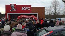 Kubełki po 1 zł w KFC - sceny jak z Lidla