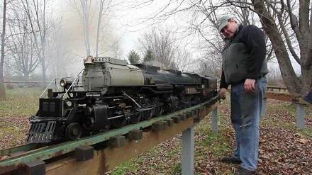Bardzo realistyczny model parowozu Union Pacific 4-8-8-4 Big Boy - pod parą!