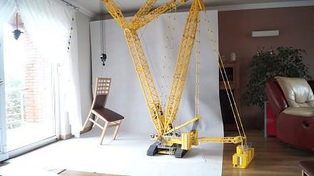 Dźwig Liebherr LR 11000 rodzimej konstrukcji zrobiony z LEGO