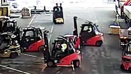 Ukradł samochód, ale operatorzy wózków widłowych nie pozwolili mu uciec