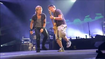 Marzenie każdego domorosłego gitarzysty - zagrać ze swoim idolem