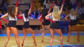 Ładne Rosjanki pokazują, jak tańcują