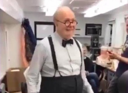 Gary Oldman jako Winston Churchill tańczący jak James Brown