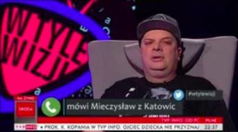 Telefon biednego człowieka parzonego mikrofalami do studia TV