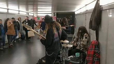 Kiedy w metrze grają twój ulubiony kawałek