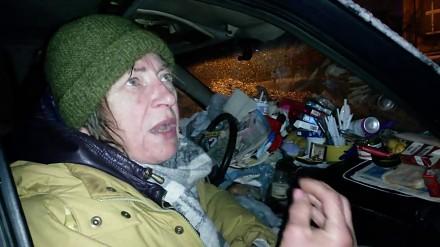Kobieta z synem mieszka w samochodzie w centrum Poznania