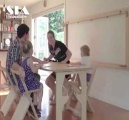 Pomysłowy stół i krzesła wyciągane ze ściany