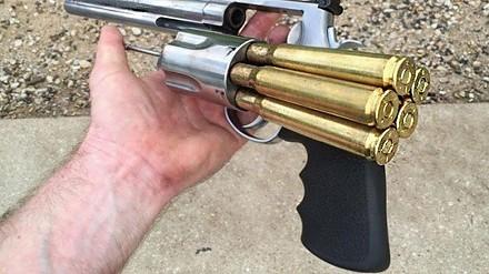 Desert Eagle i inne największe i najpotężniejsze pistolety