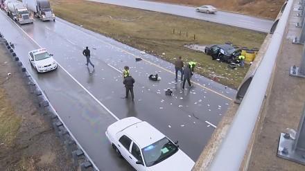 W wyniku wypadku w Illinois gotówka rozsypała się po autostradzie