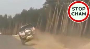 Pijany kierowca Suzuki grasuje na drodze i poboczu