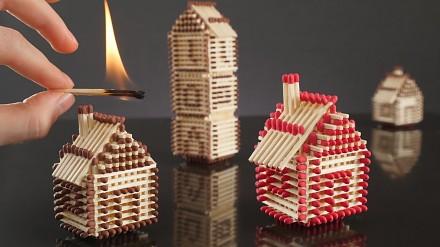 Jak bez kleju wybudować domek z zapałek?