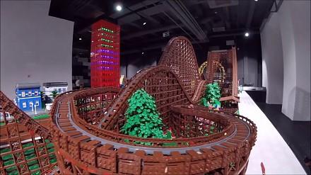 Największa drewniana kolejka górska... z lego