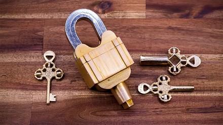 Kłódka - zagadka na trzy klucze