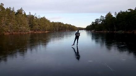 Dźwięk lodu nagrany przez łyżwiarza na szwedzkim jeziorze