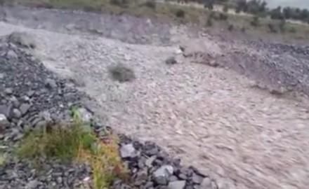 Prawdziwa rzeka kamieni gdzieś w Nowej Zelandii