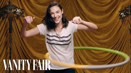 Wonder Woman i jej umiejętności kręcenia hula-hop