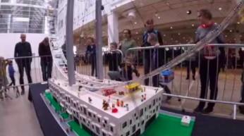 Największe na świecie młyńskie koło zbudowane z klocków LEGO