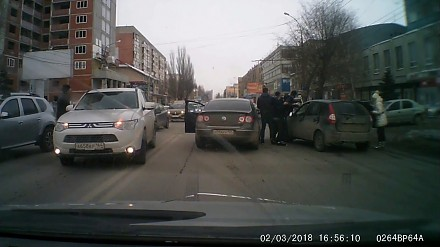 Mała, eskalująca awanturka między kierowcami w Saratowie
