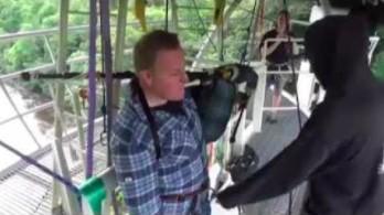Granie na dudach podczas skoku na bungee