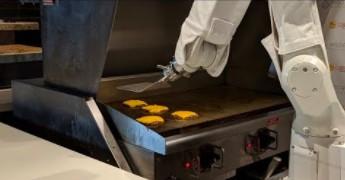 Flippy - robot smażący burgery