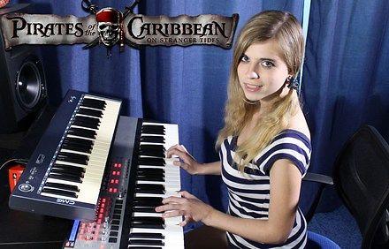 """Ładna pani, keyboard i """"Piraci z Karaibów"""""""