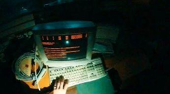 Opuszczony budynek, a w nim w pełni działający serwer