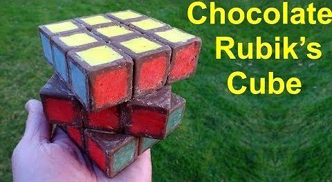 Nietypowa kostka Rubika zbudowana z czekolady