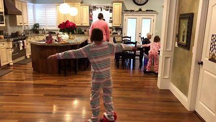 Dziewczyna zakręciła się na hoverboardzie