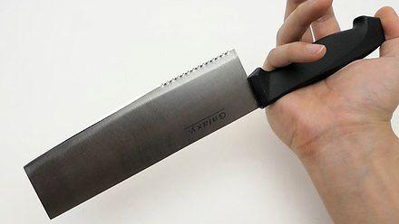 Cięcie najtwardszych cukierków w Japonii tanim nożem