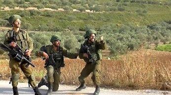 Reakcja izraelskich żołnierzy po ostrzelaniu cywilów
