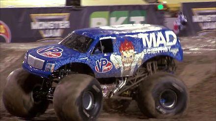 Pierwszy na świecie frontflip w monster trucku