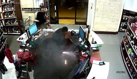 E-papieros wybucha w kieszeni spodni