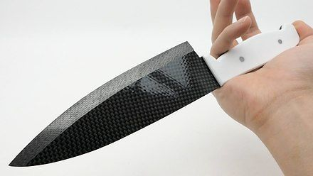 Najostrzejszy na świecie nóż z włókna węglowego