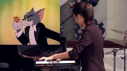 Koncert z Toma i Jerry'ego w wykonaniu młodej Azjatki