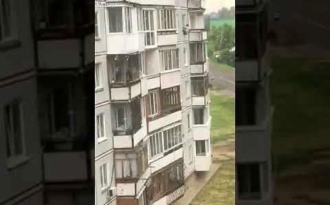 Pijany wypada z czwartego piętra