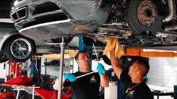 Odpowiedź dlaczego wymiana oleju w Bugatti Veyron kosztuje 21000 dolarów