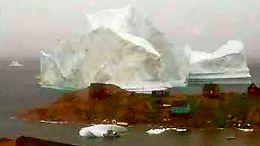 Ogromna góra lodowa przepłynęła tuż obok grenlandzkiej wioski