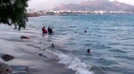 A teraz proszę państwa nagramy, jak imigranci topią się w morzu