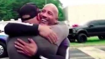 """Dwayne """"The Rock"""" Johnson zrobił kaskaderowi niespodziankę"""