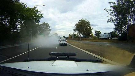 Samochód po prostu zniknął w chmurze dymu