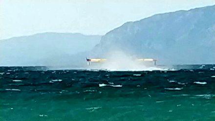 Tankowanie samolotów gaśniczych u wybrzeży Grecji