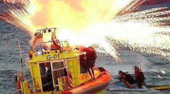 Gdynia - eksplozja fajerwerków na łodzi WOPR-u