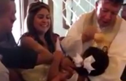 Dziewczynka klnie przy chrzcie