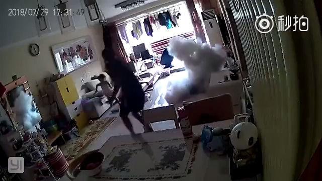 Hulajnoga elektryczna wybucha w mieszkaniu podczas ładowania